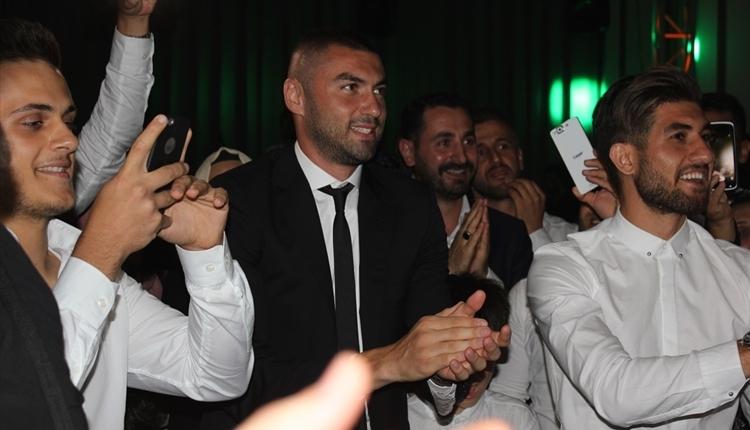 Trabzonsporlu futbolculardan Zeki Yavru'nun düğününde kolbastı (İZLE)