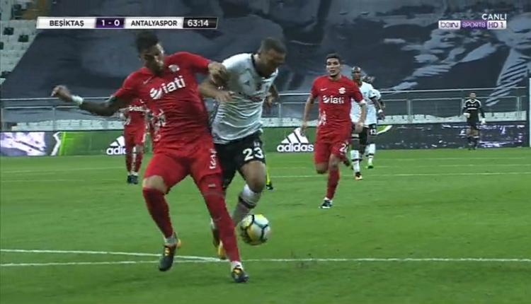 Beşiktaş - Antalyaspor maçında Cenk Tosun'un penaltısına büyük tepki