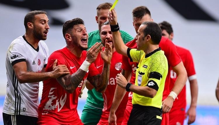 Beşiktaş - Antalyaspor maçında Cüneyt Çakır'a penaltı tepkisi