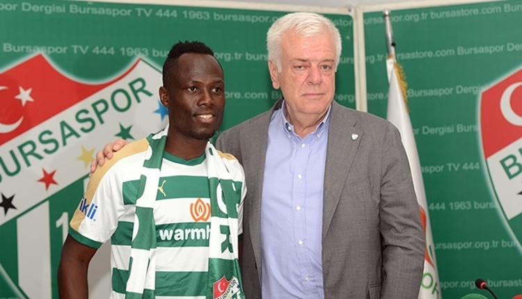 Bursaspor'un transferi Emmanuel Badu imzayı attı