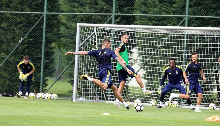 Fenerbahçe'de Van der Wiel neşe saçıyor