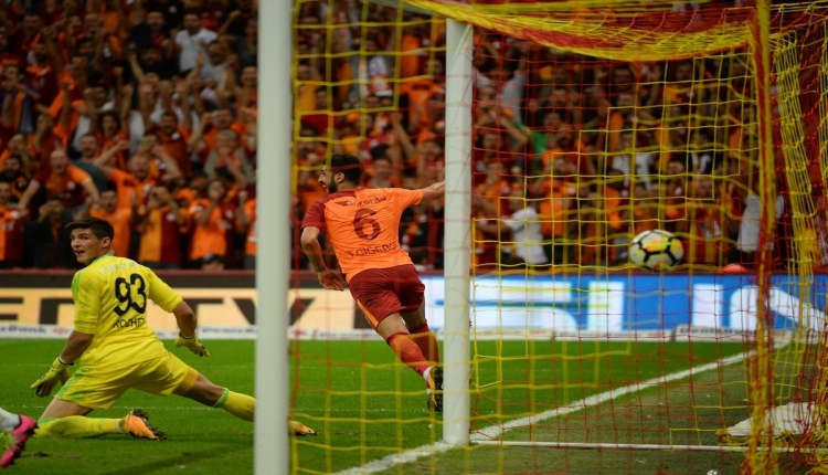 Galatasaray'da Tolga Çiğerci'den kariyer rekoru