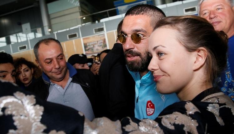 Galatasaray'ın gözdesi Arda Turan'a Ukrayna'da 'Come To Galatasaray çağrısı'