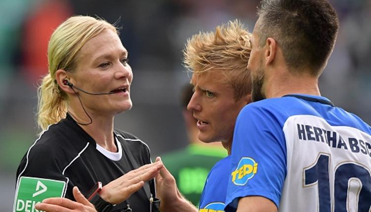 Almanya Bundesliga'da bir ilk! Kadın hakemin notu...