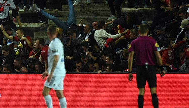 Amiens - Lille maçında tribün çöktü! (İZLE)