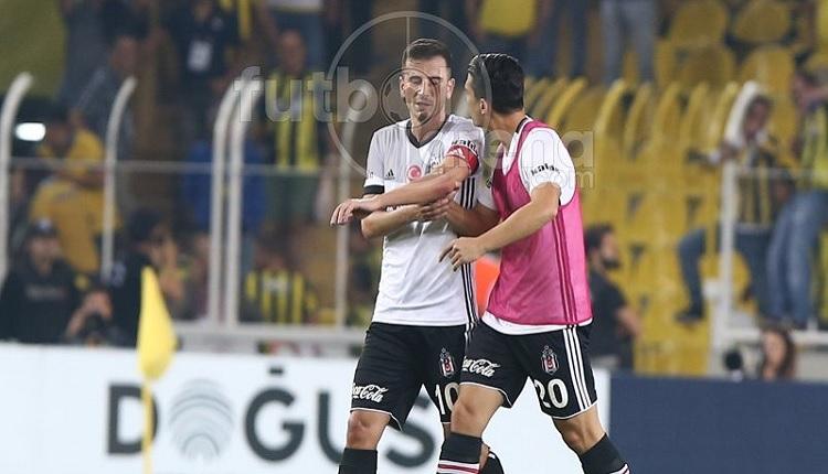 Beşiktaş'ta Oğuzhan, Fenerbahçe maç sonu kırmızı kart gördü, 8 kişi kaldı!