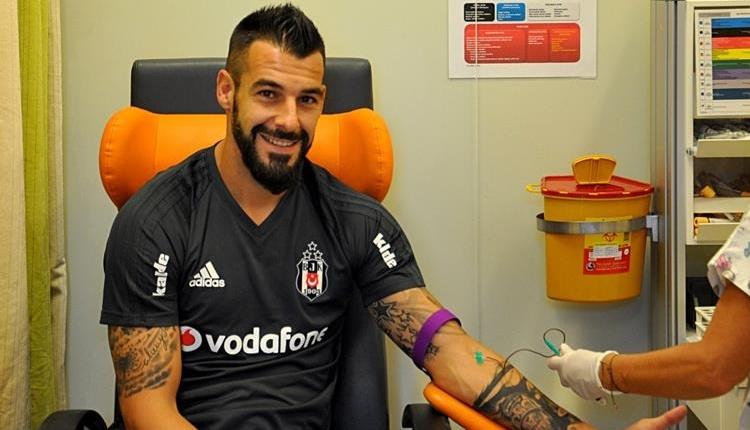Beşiktaş'tan Negredo ve Adriano için sakatlık açıklaması