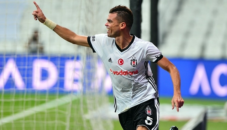Beşiktaş'tan Pepe 'FIFA Fifpro Dünyanın en iyi 11'i' ödüllerine aday gösterildi