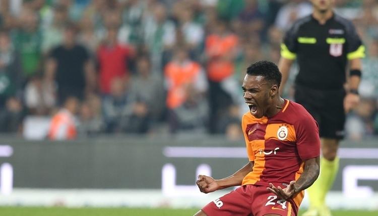 Galatasaray'ın Bursa'da penaltı beklediği pozisyona maytap engeli