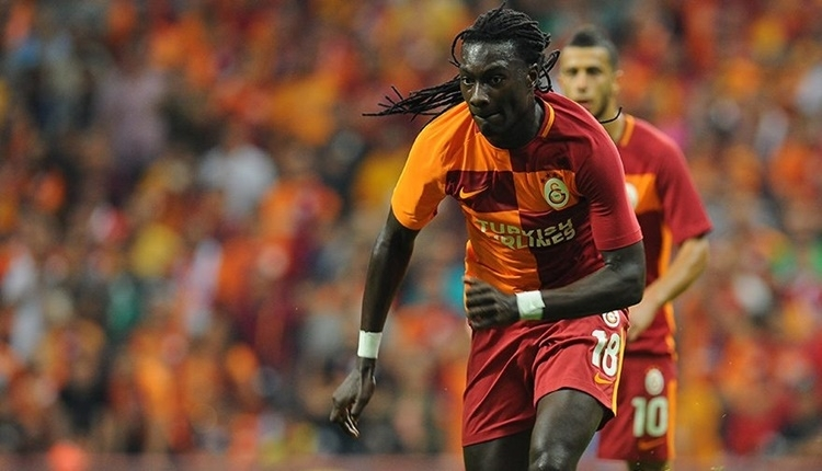 Galatasaray'ın golcüsü Bafetimbi Gomis, Neymar'ın peşinde