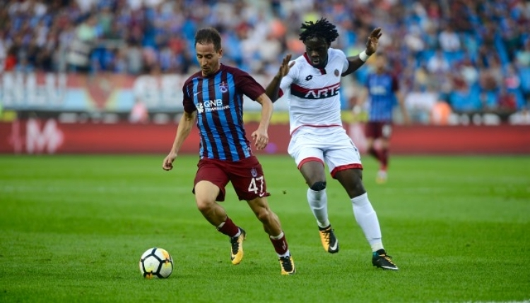Trabzonspor taraftarları formalara hücum etti