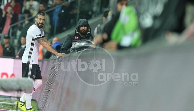 Negredo, Trabzonspor maçında kulübeyi tekmeledi