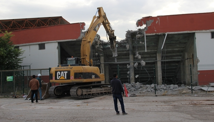 Elazığ Atatürk Stadyumu yıkılıyor