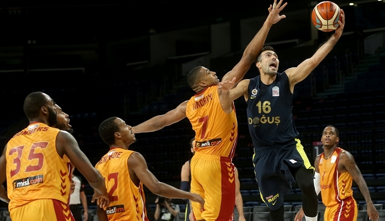 Fenerbahçe Doğuş derbide Galatasaray Odeabank'a fark attı