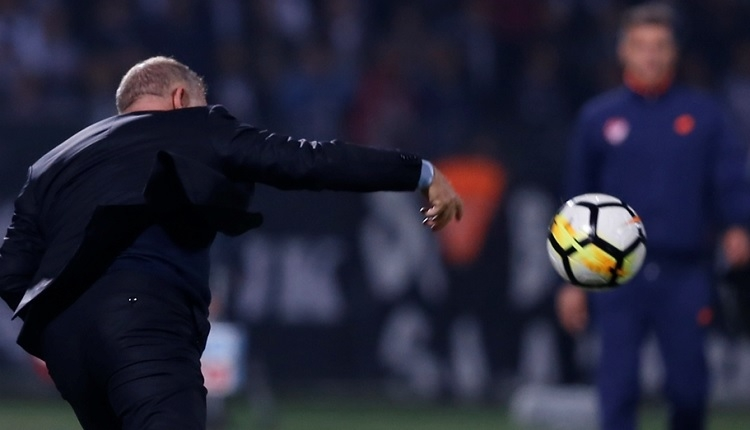 Gençlerbirliği'nde Mesut Bakkal Beşiktaş maçında çıldırdı, oyuncusuna top fırlattı