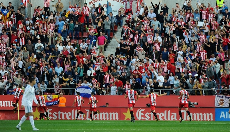 Girona - Real Madrid maçında Katalonya sloganları