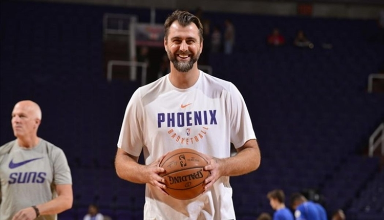 Phoenix Suns, Mehmet Okur'un görevine son verdi