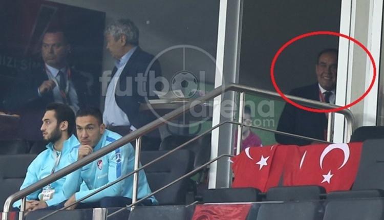 Türkiye - İzlanda maçında Yıldırım Demirören'den şaşırtan görüntü