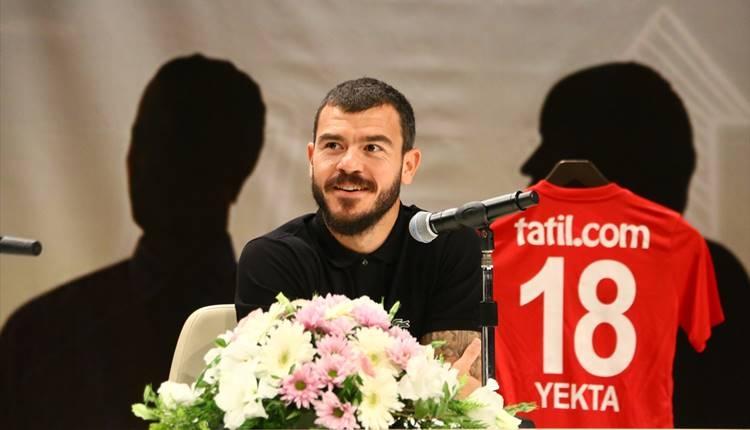 Antalyaspor'da Yekta Kurtuluş: 'Yabancı kuralı yüzünden Dünya Kupası'na gidemiyoruz'
