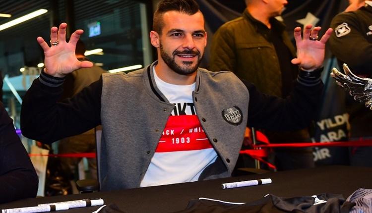 Beşiktaş'ta Alvaro Negredo, imza töreni düzenledi