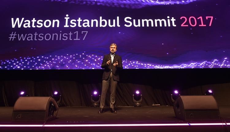 Fenerbahçe hocası Aykut Kocaman, Watson İstanbul'da sahneye çıktı