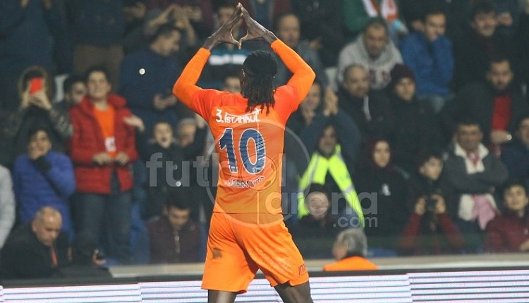 Galatasaray'a Adebayor bela oldu