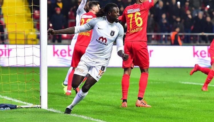 Kayserispor taraftarlarından Adebayor'a tepki: