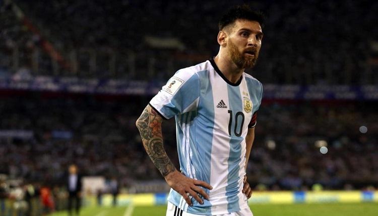 Ne yaptın Messi? Takım arkadaşını taraftar zannetti
