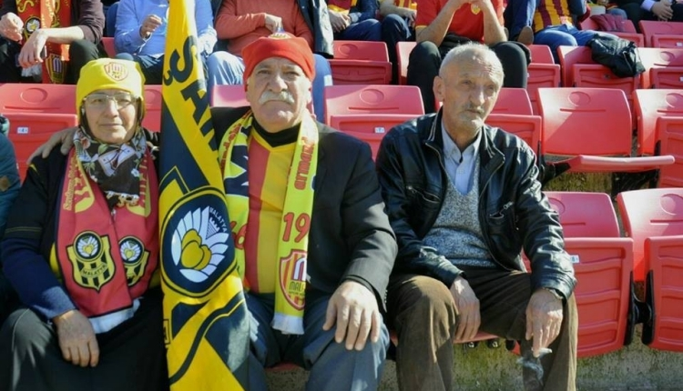 Süper Lig'de tribünlerin en yaşlı çifti