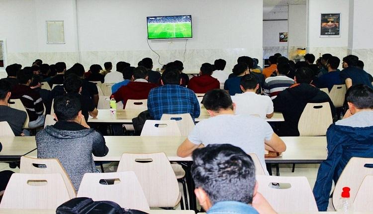 Beşiktaş - Galatasaray derbisinin Elazığ'daki heyecanı! Kahveyi bırakıp maçı izlediler