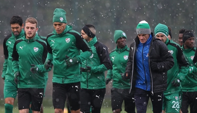 Bursaspor'da Harun, Batalla ve William Ekong Fenerbahçe maçında oynayacaklar mı?