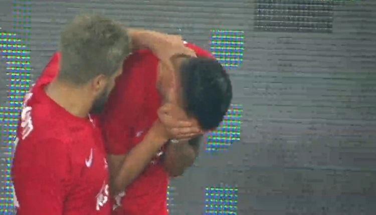 Emre Güral Alanyaspor'a attığı gol sonrası gözyaşlarını tutamadı
