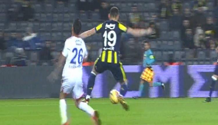 Fenerbahçe - Karabükspor maçında tartışmalı karar! Penaltı mı?