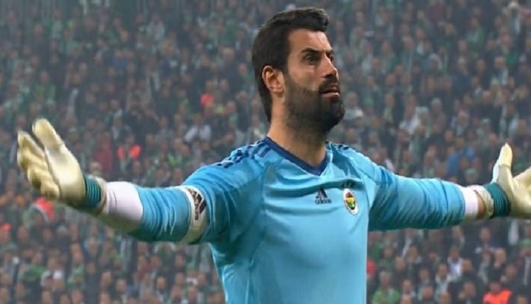 Fenerbahçeli Volkan Demirel'den Bursaspor tribünlere: 'Atın atın.'