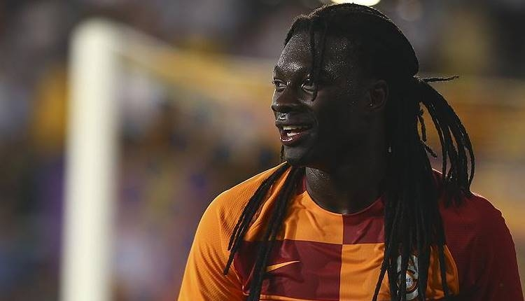 Galatasaray'da Bafetimbi Gomis sevinçten havalara uçtu