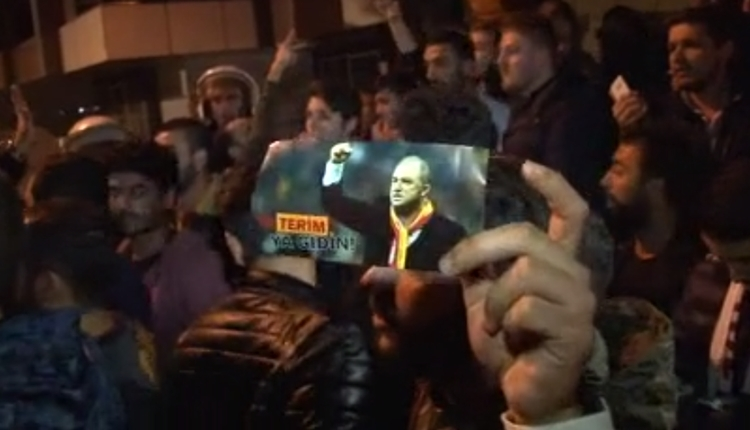 Galatasaraylı taraftarlardan Fatih Terim sesleri!