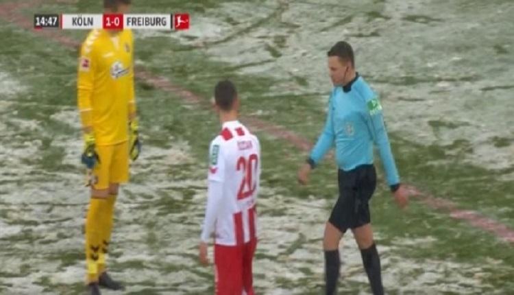 Köln - Freiburg maçında hakem penaltının yerini bulamayınca bakın ne yaptı?