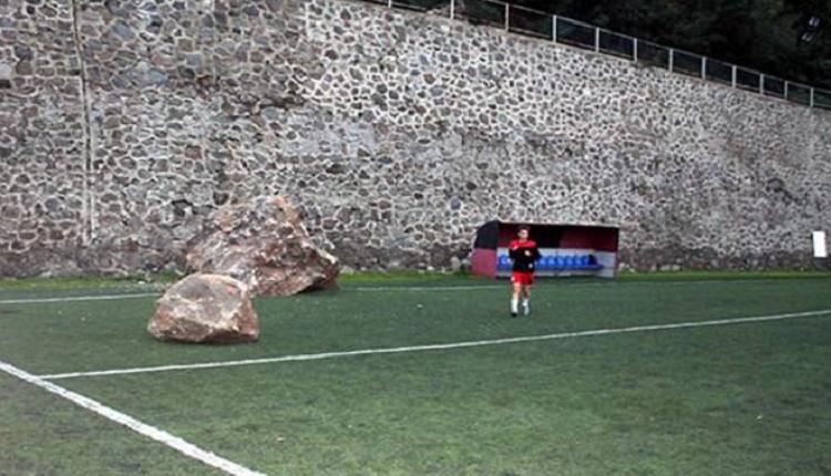 Trabzon Amatör Küme'de korkutan olay! Sahaya kaya düştü