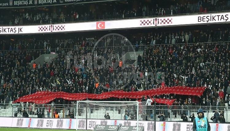 Beşiktaş taraftarlarından Galatasaray'a gönderme