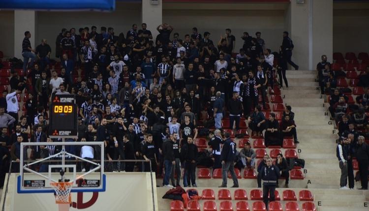 Beşiktaş'ın Eskişehir'deki maçında kavga! Biber gazlı müdahale