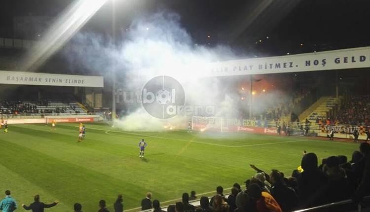 Bucaspor - Galatasaray maçında meşale yağmuru