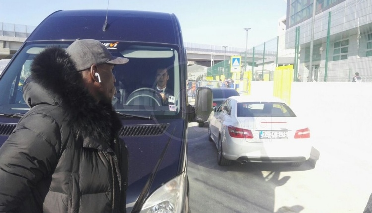 Demba Ba, Göztepe için İzmir'e geldi