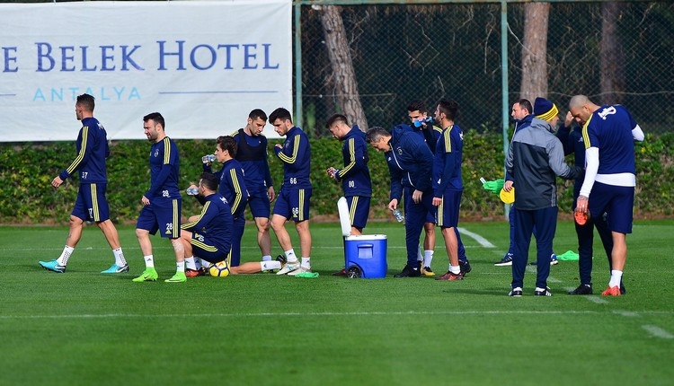Fenerbahçe'de Josef de Souza sakatlandı