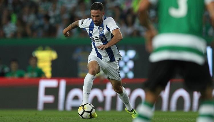 Fenerbahçe'nin istediği Layun'u Sevilla transfer etti