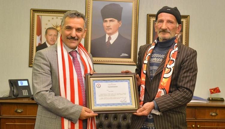 Kağıt toplayıcısından Samsunspor'a destek