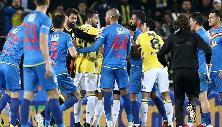 Selçuk Şahin, Skrtel ile kavgasını anlattı! 'Fenerbahçe formalı biriyle...'