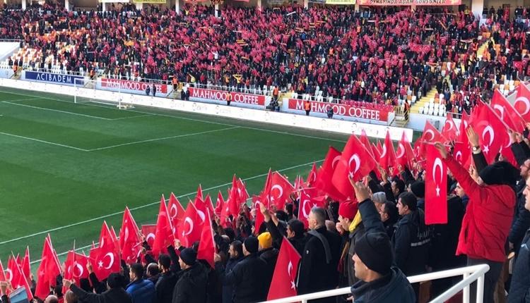 Yeni Malatyaspor tribünlerden Sivasspor maçında anlamlı görüntü