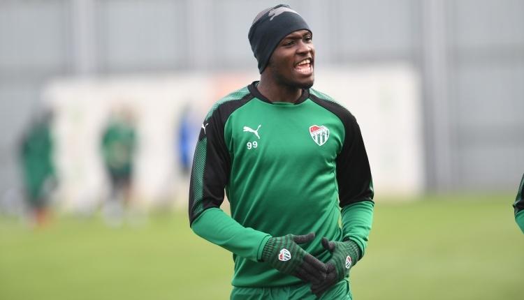 Bursaspor'da MoussaSow döndü, Badu'dan kötü haber