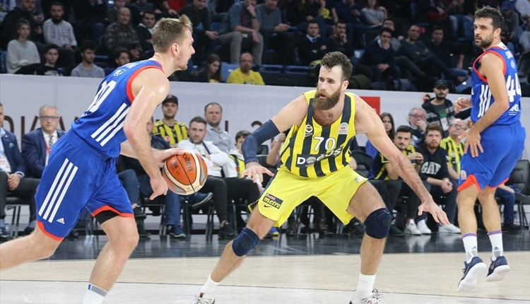 Anadolu Efes, Fenerbahçe Doğuş'u eledi