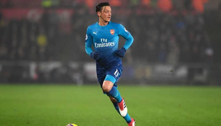 Arsenal, Mesut Özil'i resmen açıkladı